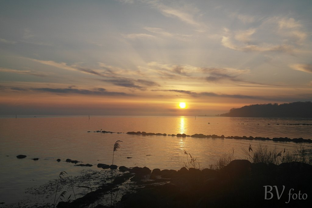 Solnedgang ved strand